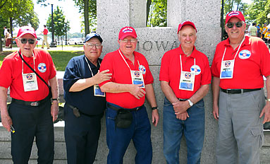 Heroes' Welcome--D.C. Hawkeyes honor World War II veterans
